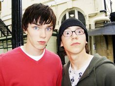 is it just me or do harry and louis remind other people of sid and tony from skins series Jaden Smith, Millie Bobby Brown, Shay Mitchell, Skins Generation 1, Chris Miles, Pimples Remedies, Skins Uk, Aesthetic Indie, Nicholas Hoult