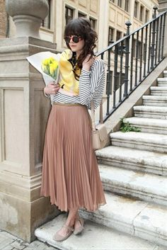 Pleated skirt ..