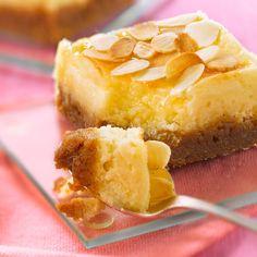 Découvrez la recette Gâteau au miel et amandes sur cuisineactuelle.fr.