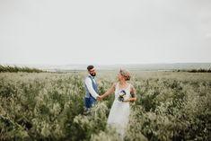 Sommerhochzeit, Brautpaar im Feld, Paarfotos in der Natur, rauchblau, Hochzeitsfotografie Wien Wedding Couples, Our Wedding, Couple Photos, Blog, Weddings, Vintage, Wedding Photography, Newlyweds, Nature
