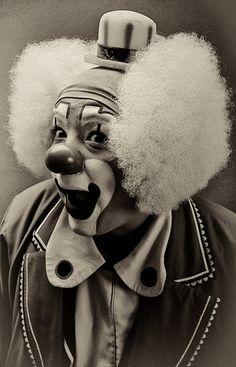 vintage clown photos | Previous / Next image (1 of 1)