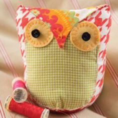 SewCanShe features a new free sewing pattern every day - perfect for beginners and experienced sewists. Visit daily for free sewing tutorials and patterns. Sewing Toys, Free Sewing, Sewing Crafts, Sewing Projects, Quilting Projects, Sewing Ideas, Owl Pillow Pattern, Owl Sewing Patterns, Animal Patterns
