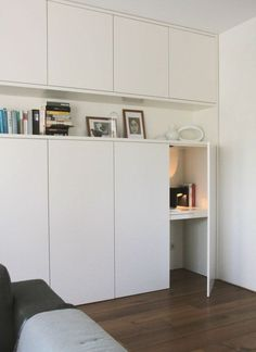 The closet doors we give you 45 ideas in photos porte de placard en bois leroy merlin pas cher wooden closet door leroy merlin cheap Hidden Desk, Built In Desk, Built Ins, Target Home Decor, Cheap Home Decor, Home Office Design, Home Office Decor, Desk Office, Wooden Closet