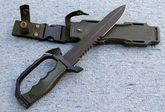 Survival camping tips Knives And Tools, Knives And Swords, Rifles, Trench Knife, Combat Knives, Military Knives, Armor All, Tac Gear, Maila