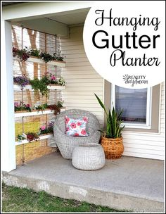Garden Hanging Gutter Planter Make a unique vertical hanging planter using gutters and rope! {Reality Daydream}Make a unique vertical hanging planter using gutters and rope! Strawberry Planters, Strawberry Garden, Strawberry Patch, Vertical Planter, Vertical Garden Diy, Vertical Gardens, Diy Gardening, Container Gardening, Organic Gardening