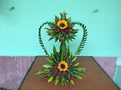 Cắm Hoa Trái Tim Hai Tầng - YouTube Funeral Floral Arrangements, Tropical Flower Arrangements, Modern Floral Arrangements, Creative Flower Arrangements, Church Flower Arrangements, Church Flowers, Beautiful Flower Arrangements, Unique Flowers, Small Flowers