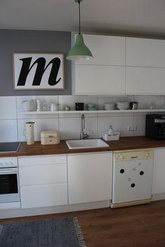 Unsere Küche ist so klein und so schwer zu fotografieren. Aber ich hab heute aufgeräumt und dachte, jetzt kann man sie mal zeigen:smile: