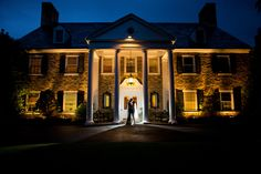 The warmer weather of spring has us thinking back to some of our favorite springtime wedding venues. We couldn't pick on just one, so we decided to make it a series! Welcome to our Featured Venue Series! Join us as we take a look at this week's pick for a springtime wedding, Huntingdon Valley Country Club! http://www.sarah-isaac.com/blog-posts/featured-venue-series-spring-venues-huntingdon-valley-country-club