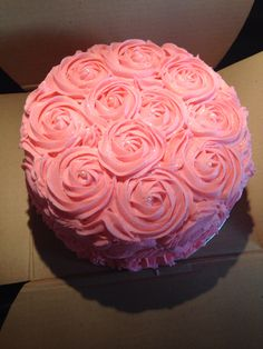 Baby shower cake, vanilla buttercream pink roses, glitter Buttercream Ruffle Cake, Vanilla Buttercream, Baby Shower Cakes, Pink Roses, Glitter, Cooking, Desserts, Cakes Baby Showers, Kitchen