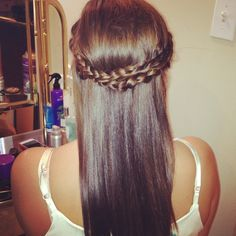 Cute easy hairstyle .. Took me 5 mins