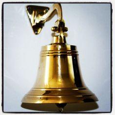 Mosiężny dzwon żeglarski, morski dzwon pokładowy z mosiądzu, prezent dla Żeglarza, Ludzi Morza, upominek w morskim stylu, marynistyczna dekoracja, morski wystrój wnętrz, żeglarski dodatek, $110, Photo by http://marynistyka.org