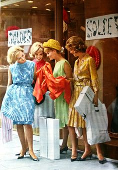 Shopping | Les Soldes, Jours de France August 1962. #vintage #1920s #summer #fashion