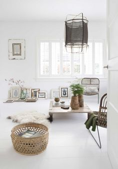 Looking for a Photos Interieur Maison Blanche. We have Photos Interieur Maison Blanche and the other about Maison Interieur it free. Living Room Decor, Living Spaces, Sweet Home, Turbulence Deco, Piece A Vivre, White Rooms, White Walls, Scandinavian Home, Living Room Inspiration