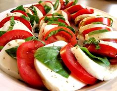 Caprese salad, my absolutely favorite food in the world. I can eat you breakfast, lunch and dinner for the rest of my life. NO JOKE. This salad is missing balsamic. Ensalada Caprese, Caprese Salad, Easy Salads, Summer Salads, Great Recipes, Favorite Recipes, Tomato Mozzarella, Tomato Basil, Buffalo Mozzarella