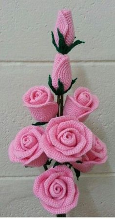 Gorgeous crochet roses: diagram - The Crocheting Place Gorgeous crochet roses - would love to make any of these but no patterns written in English - diagrams provided but unable to read Rosas a crochet rose, crochet, can be a nice d This post was dis Roses Au Crochet, Beau Crochet, Crochet Puff Flower, Crochet Motifs, Crochet Flower Patterns, Love Crochet, Beautiful Crochet, Crochet Flowers, Crochet Stitches