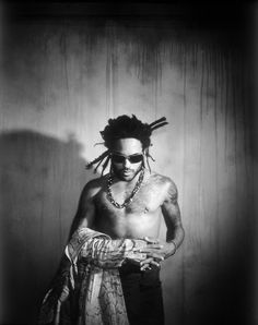 Lenny Kravitz / if he came tomorrow and wanted to whisk me away, I'd be gone. Sorry Craig. Lenny Kravitz, Make Mine Music, Music Is Life, Black Rock, Black And White, Celebrities Then And Now, Afro Punk, Portraits, Guys Be Like