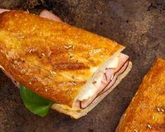 Panini allégé revisité à la baguette au jambon, brie et épinard : http://www.fourchette-et-bikini.fr/recettes/recettes-minceur/panini-allege-revisite-a-la-baguette-au-jambon-brie-et-epinard.html