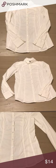 White House Black Market Blouse Great addition for your office work attire. Panels in the side add more mobility so movement isn't restricted. No stains or rips. White House Black Market Tops Button Down Shirts