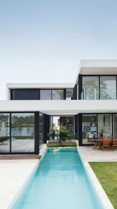 Modern House Rationalist Style in Argentina .- Casa Moderna Estilo Racionalista en Argentina House of 450 rationalist style in Barbarita from the OON Architecture architecture studio by the architects D'Adamo Baumann, Segretin Sueyro and Robín pool -