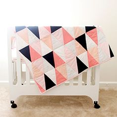 Make this modern ombre triangle quilt! - This is so pretty, I will have to send to Grammy.