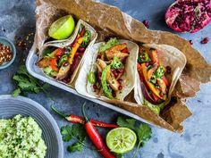 Meksikanske kyllingfajitas   Oppskrift - MatPrat Frisk, Tex Mex, Fajitas, Eating Well, Guacamole, A Food, Tacos, Mexican, Meat