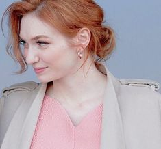Eleanor Tomlinson watches the racing as she attends day three 'Grand National Day' of The Randox Health Grand National Festival at Aintree Racecourse on April 2018 in Liverpool, England. Demelza Poldark, Ross Poldark, English Actresses, British Actresses, National Festival, Freckles Girl, Eleanor Tomlinson, Aidan Turner, Pale Skin