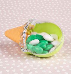 Embalagens lindas para lembrancinhas em formato de sorvetinho verde.
