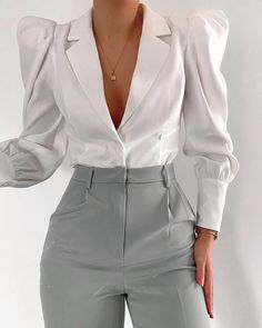 The pants are really interesting and the puff sleeves add a fun level of detail. Classy Outfits, Stylish Outfits, Mode Ootd, Mode Streetwear, Elegantes Outfit, Professional Outfits, Work Attire, Mode Inspiration, Aesthetic Clothes