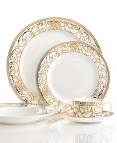 Gold Dinnerware and china! Dining Decor, Decoration Table, Dining Ware, Dinnerware Sets, China Dinnerware, Holiday Dinnerware, Royal Doulton, Place Settings, Table Settings