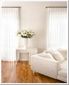love curtain rod with a return - block out light in bedroom!
