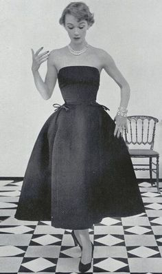 Christian Dior in Miniature - Dior Dress - Ideas of Dior Dress - 1952 Vintage Dior is so beautiful. Simple and breath taking. Vintage Mode, Vintage Dior, Moda Vintage, Vintage Couture, Vintage Glamour, Vintage Hats, Vintage Style, 50s Glamour, Vintage Ideas