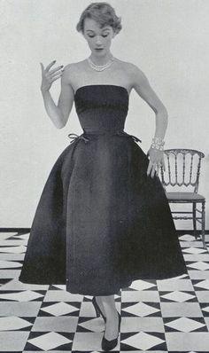 Christian Dior 1952 The epitome of beautiful, simple, feminine