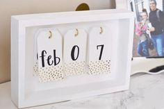 DIY your photo charms, 100% compatible with Pandora bracelets. Make your gifts special. DIY Desk Calendar