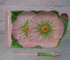 http://www.ebay.co.uk/itm/Vintage-Carlton-Ware-Australian-Design-pink-buttercup-rectangular-dish-and-knife-/152323961463?hash=item2377373277:g:saoAAOSwA3dYMHZD