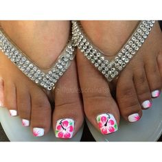 What Christmas manicure to choose for a festive mood - My Nails Toe Designs, Pedicure Designs, Pedicure Nail Art, Diy Nail Designs, Toe Nail Art, Pretty Toe Nails, Cute Toe Nails, Fun Nails, Beach Toe Nails