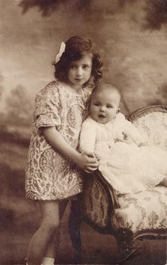 Pss Ileana of Romania and little brother, Prince Mircea. Both were kids of Barbu Stirbey, Queen Marie´s lover and friend. Mircea died in 1916 at age of