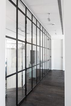 wie fr her glastrennwand im industrie look industrie glasw nde und innent ren. Black Bedroom Furniture Sets. Home Design Ideas