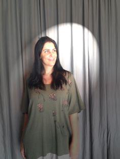 http://heroina-alexandrelinhares.blogspot.com.br/2014/04/maite-schneider-veste-heroina-alexandre.html  Maite Schneider hoje ao vivo às 14h na tv. clique no link e saiba tudo!