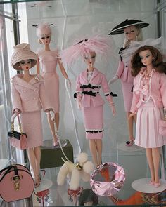 I was collecting barbie dolls when I was a kid. My darling mother made all my Barbie clothes. hehe I love Barbie Barbie I, Vintage Barbie Dolls, Barbie World, Barbie And Ken, Barbie Clothes, Mode Vintage, Vintage Pink, Dress Vintage, Tout Rose