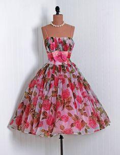 V prom dresses 50s style