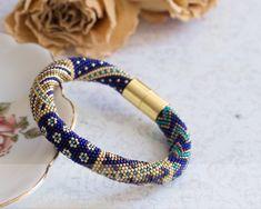 Bead crochet bracelet Luxuru bracelet Blue di HitoriToraWorkshop