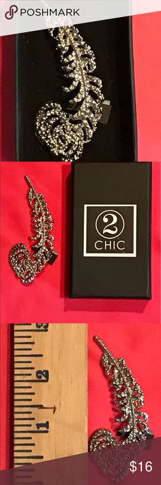 🌺Ladies 2 CHIC Brooch--NEW with tags🌺 This ladies brooch is New with tags and comes with original box... beautiful silvertone with tiny clear rhinestones show lots of sparkle🌺🌺 2 CHIC Jewelry Brooches