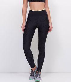 d7677fa23d8 Calça feminina Modelo legging Esportiva Cós colorido Estampada Marca  Get  Over Tecido  poliamida Modelo