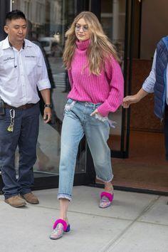Gigi Hadid Casual, Looks Gigi Hadid, Bella Gigi Hadid, Gigi Hadid Outfits, Gigi Hadid Style, Classy Work Outfits, Trendy Outfits, Gigi Hadid Photoshoot, Celebrity Style Inspiration