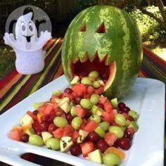 Salada de frutas para o Halloween @ allrecipes.com.br - Uma ideia criativa e saudável de doce de Halloween!