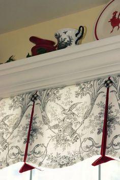 Kitchen sink window valance french country Ideas for 2019 Kitchen Window Valances, Kitchen Sink Window, Kitchen Nook, Kitchen Windows, Curtains And Draperies, Window Curtains, Window Toppers, Window Shelves, Custom Window Treatments