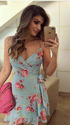 When temperatures start to rise, it's time to open the wardrobes and look for more lustrous pieces such as the summer dresses. The summer dresses are . Homecoming Dress Stores, Prom Dresses Online, Cute Dresses, Casual Dresses, Short Dresses, Fashion Mode, Womens Fashion, Dress Outfits, Fashion Outfits