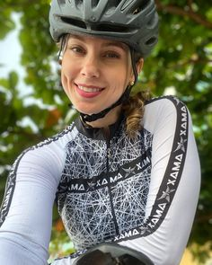Cycling Girls, Bicycle Girl, Bike Life, Bmx, Riding Helmets, Fit Women, Instagram, Outfits, Fitness Women