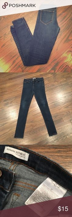 "Banana Republic skinny jeans! Banana Republic skinny jeans used but in good condition! Size 27 the inseam measures 29"" and the rise measures 10"" Banana Republic Jeans Skinny"