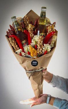 Man Bouquet, Food Bouquet, Gift Bouquet, Bouquet For Men, Boquet, Party Gifts, Diy Gifts, Bouquet Cadeau, Deco Fruit